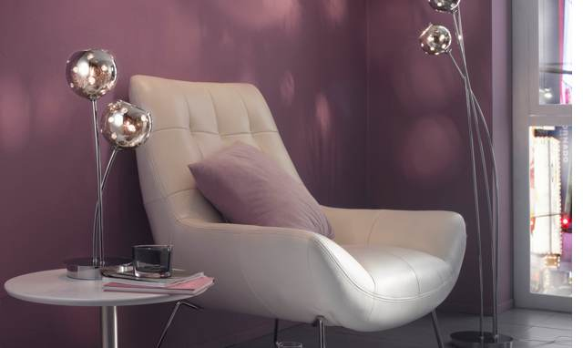 salon-rose-fauteuil-blanc-laurie-lumiere