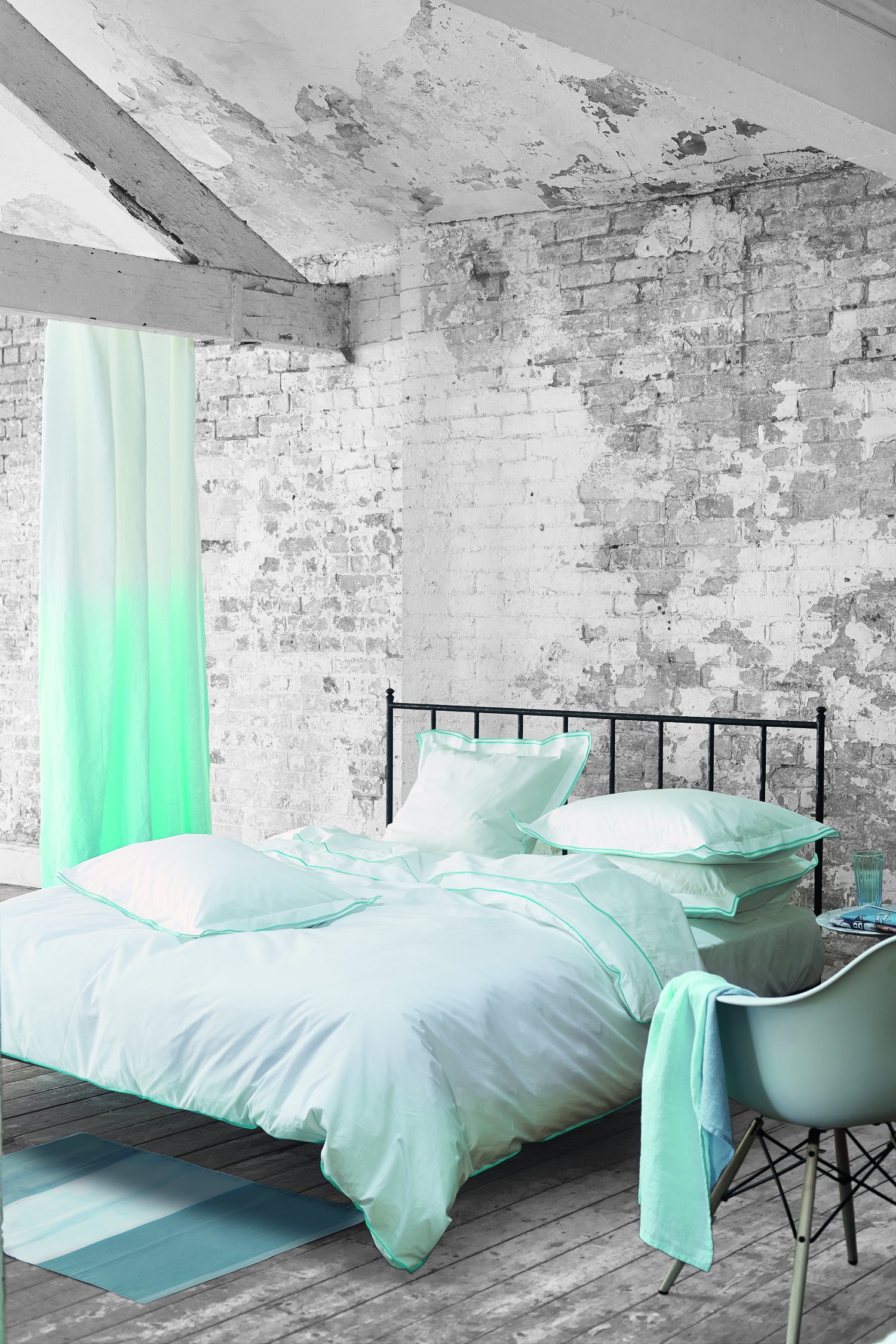 Linge de lit Astor Aqua Designers Guild Collection printemps été 2015